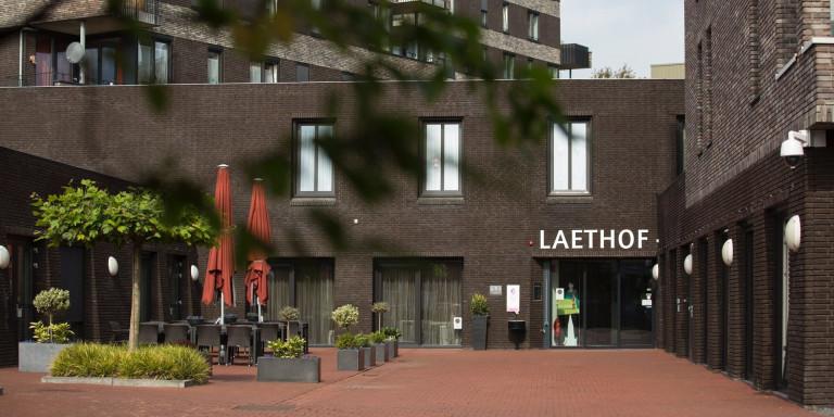 Laethof vangt bewoners van door brand getroffen appartementen op